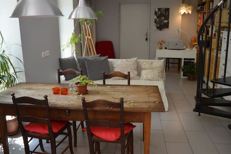 Appartement calme en plein centre ville de Lunel. - Appartamento
