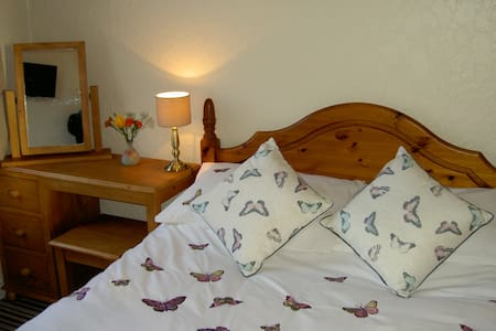 Double room in character townhouse - Penrith - Bed & Breakfast