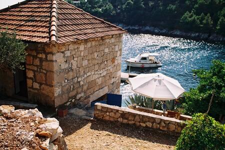 A house in the quiet bay - Gdinj - Apartamento