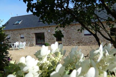 longere location saisonniere - House
