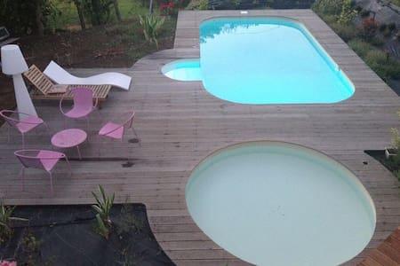 Appart T1 dans villa avec piscine - Le robert