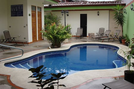 La Guaria Inn- Free Airport Shuttle - Bed & Breakfast