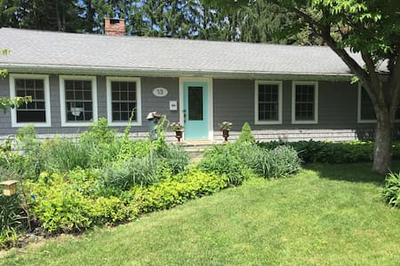 Bedroom with queen sized bed. - Rhinebeck - Bed & Breakfast