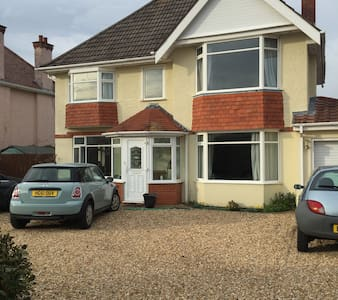 Single room with ensuite close to Bournemouth - Maison