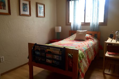 Cozy, comfortable room by airport - Anchorage - House