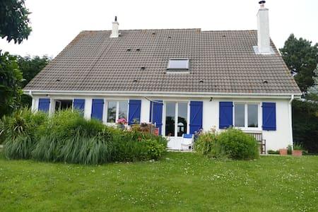 Maison Cauvillaise avec jardin  vue sur mer - Cauville-sur-Mer - House