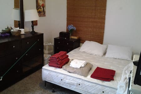 Friendly & Furnished in Louisville, Colorado - Louisville - Apartment
