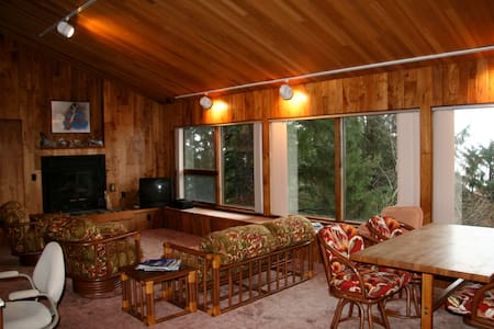 Secluded Neahkahnie Mountain Home - Nehalem - Hus