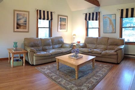 SUNNY, SPACIOUS AT GATEWAY TO NATIONAL SEASHORE - Eastham - Maison