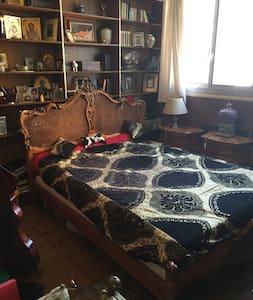 Grande chambre,grand lit dans Apt - Lakás