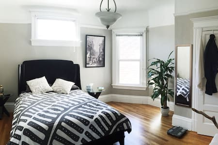 Spacious room in the Mission