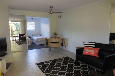 Stylish unit, ideal river location - Noosaville - Apartmen