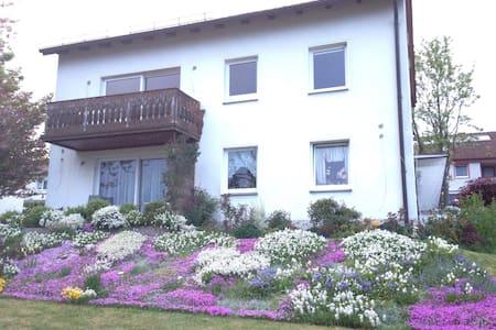 Zimmer nahe der Hofer Hochschule - Hof - Wohnung