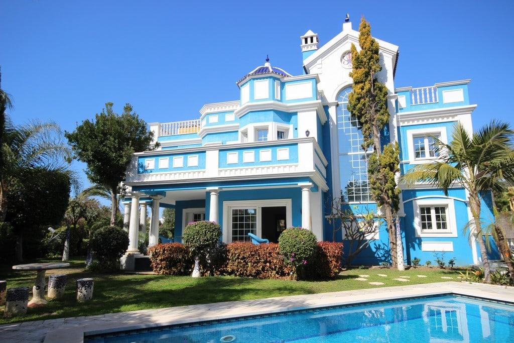 Acquistare una villa a Massa sulla spiaggia con piscina