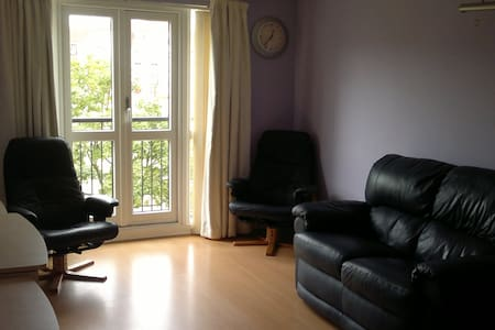 Large bright room - Edinburgh