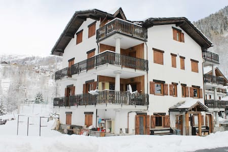 Valtournenche attic (less than 10' from slopes) - Valtournenche