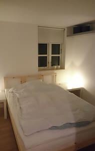 Frandsens dejlige lyse værelse - Ev