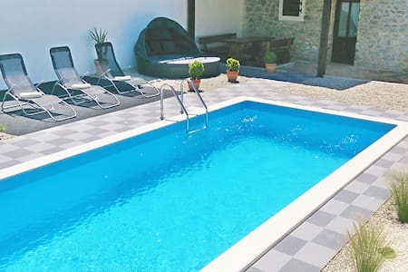 House with pool in Cokuni, Istria - Talo