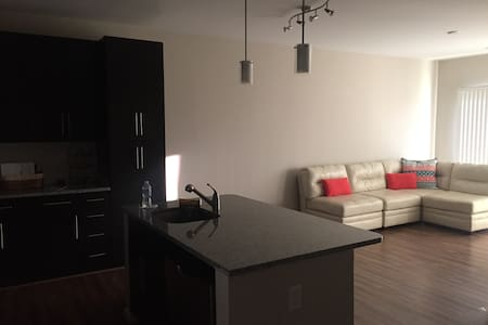 1 BR, 1BA - walk to trendy Del Ray & Old Town - Byt