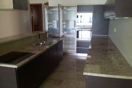 Seaview from living, master bedroom & balconies! - Serrekunda - Wohnung