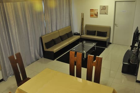 4BR | 1200 sqft Balcony | 180° view I LRT I Mall - Apartment