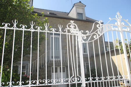 2 chambres libres dans la maison - Fougères - Bed & Breakfast