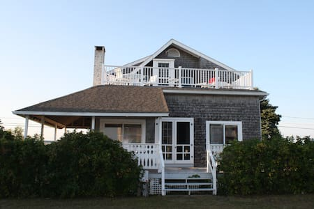 Beach House in Quonochontaug, RI - 獨棟