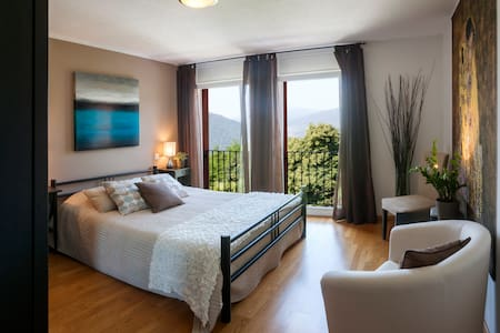 La Dolce Vita, Lake Lugano - room 1 - Bed & Breakfast