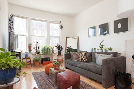 Sunny Apartment in West Town - Chicago - Apartment