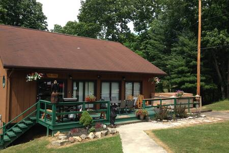 The Pines Lodge - Hocking Hills Oh - Nelsonville - Cabaña
