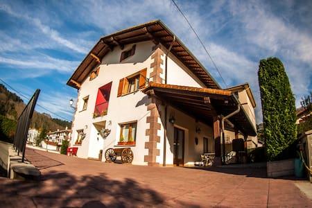 Casa Rural Gure Lur en el corazón verde de Navarra - Sunbilla