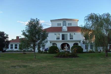 Villa Sojourn on the Merrimack. - West Newbury - Villa