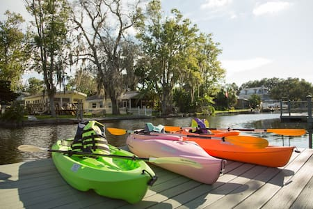 PIRATE COVE-KAYAKS & BIKES INCLUDED! - Weeki Wachee