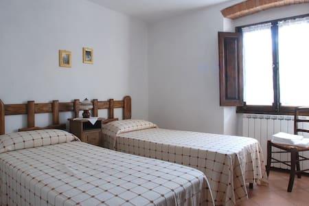 Viola - Single room in Mugello - Corella - Bed & Breakfast