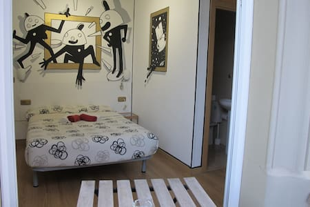 DoUbLe RoOm WiTh ArT MuRaL ZoOLoCo - Villa