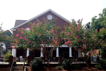 The Luxury Acorn Inn in Elon Univ - Elon - Inap sarapan