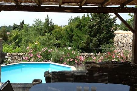 maison atypique avec vue et piscine - Saint-Couat-d'Aude