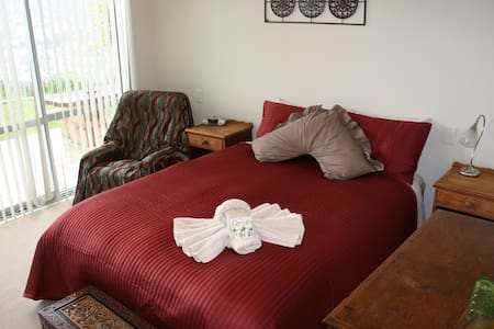 Harbour Heights BnB - Harbour View Suite 2 - Picton