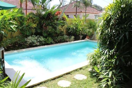 Jimbaran Bay Villa with 4 bedrooms - Willa