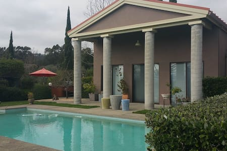 A private pool house with spectacular views on a secluded estate a short drive to Russian River and Valley of the Moon wineries. Private entrance, kitchenette, hot tub/pool, only minutes to downtown. The perfect hideaway for a Wine Country weekend.