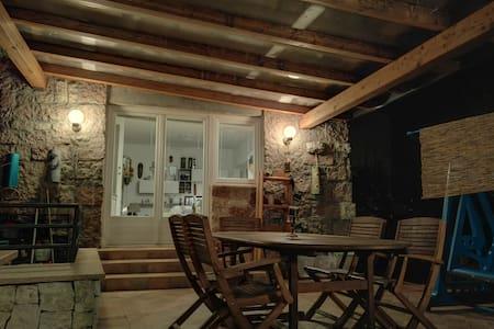 Appartamento con veranda e giardino - Lejlighed