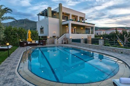 Luxurious Villa Mystic, 4 Bedrooms Ensuite - Villa