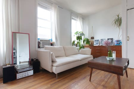 Light and Airy Williamsburg Studio