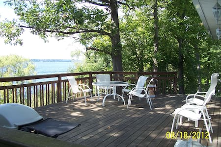 Finger Lakes cottage on Seneca Lake - Rumah