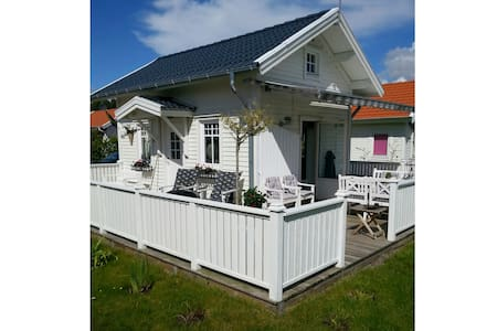 Summer house close to the ocean - Hus