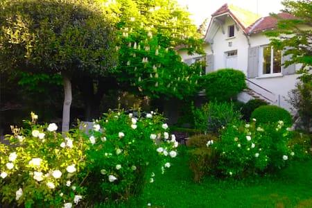 villa jardin spa proche avignon - Wohnung
