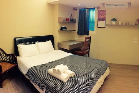 Great location and newly refurblished flat. 1 min walk from MRT Long-Shen Temple station.