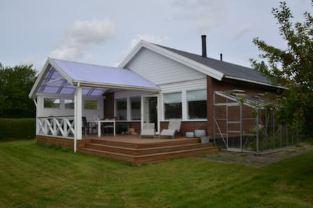 lækker lys bolig, med stor sol terrasse - House