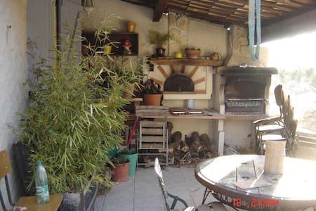 Une charmante villa La Roche Aigude - Varages