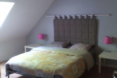 Chambre à Arbonne la Forêt - Arbonne-la-Forêt - Bed & Breakfast